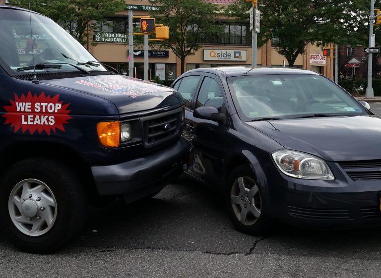 car-accident-1815859_1920